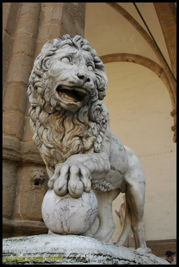 Jagatjorajaal.com: Florence: Marzocco lions by Donatello